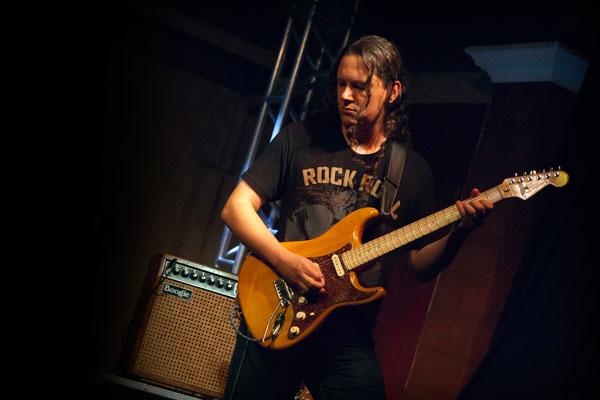 Rei com Fender e Mesa Boogie